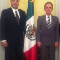 Miguel Ruiz-Cabañas, Subsecretario de Asuntos Multilaterales y Derechos Humanos de la SRE y Exembajador de México en Italia y Efraín Martínez, Consultor Político.